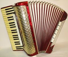 Beautiful Vintage German ACCORDION WELTMEISTER 120 bass