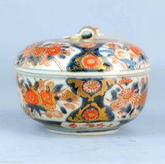 A japanese porcelain lidded bowl for sugar or candy  #1700 #Edo #period #Japanese #Porcelain #Lidded #Bowl #Sugar #Candy #Japan #jar #imari #decoration #Fineart #Pottery #Potterylove #ceramica #ceramicart #artpicture #artpictures #Antiquestore #antiquedealer #fineartphg #fineartist  #Japaneseart #japaneseantiques #japanesepottery