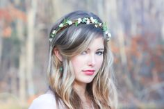 This bridal headband made with woven tiny branch flower and vines, adorned with it is green blossom with pearls center cluster along the edges... very light weight and bendable to shape to your head. This headpiece is tie up with ivory ribbon for a perfect fit. Very bridal attire for a perfect outdoorsy bride :) Name: Forests Song *Please expect a bit of variation in your crown, since they are handmade the placement and appearance will vary slightly.