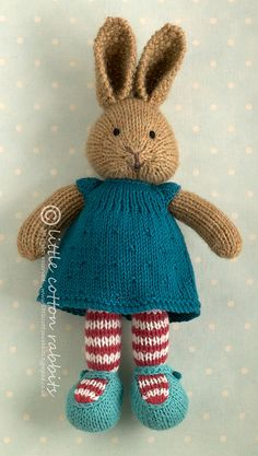 knitted sweater pattern for little cotton rabbits - - Yahoo Image Search Results Knitted Bunnies, Knitted Animals, Knitted Dolls, Knitting Projects, Crochet Projects, Knitting Patterns, Rabbit Toys, Bunny Toys, Crochet Amigurumi