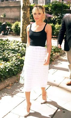 Here are 17 of Mary-Kate and Ashley Olsen 's best summer looks with skirts. Curvy Fashion, Womens Fashion, Style Fashion, Petite Fashion, Fashion Edgy, Olsen Twins Style, White Lace Skirt, Ashley Olsen, Kate Olsen