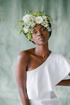 The Prettiest Wedding Hairstyles with Flowers - Green Wedding Shoes Flower Crown Wedding, Wedding Hair Flowers, Flowers In Hair, Flower Crowns, Wedding Veils, Hair Wedding, White Flowers, Floral Wedding, Wedding Dress