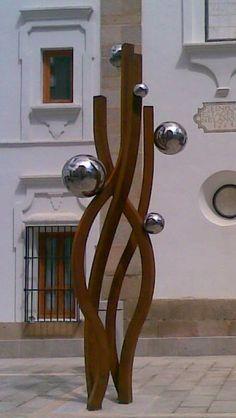 """Escultura """"ASCENSIÓN"""" ASAMBLEA DE EXTREMADURA acero corten y acero inox."""