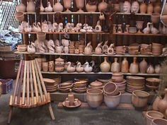 Pomaire artesano Beautiful Places To Visit, Places Around The World, Wood Crafts, Place Card Holders, Terra Cotta, Study Abroad, Puma, Cookware, Seafood