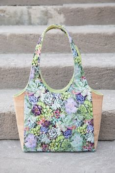 Free clydebank tote video+pdf pattern bags and purses шитье Tote Pattern, Bag Patterns To Sew, Pdf Sewing Patterns, Diy Bags Easy, Simple Bags, Cork Fabric, Fabric Bags, Fabric Basket, Patchwork Bags