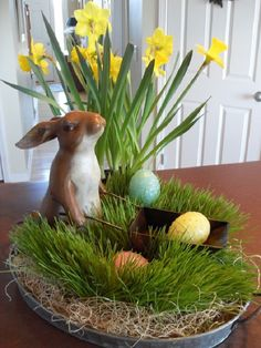 Gorgeous Fascinating Easter Holiday Decoration Ideas For Home. centerpieces Fascinating Easter Holiday Decoration Ideas For Home Easter Table Decorations, Table Centerpieces, Easter Decor, Easter Centerpiece, Spring Decorations, Decoration Crafts, Easter Ideas, Flower Centerpieces, Grass Centerpiece