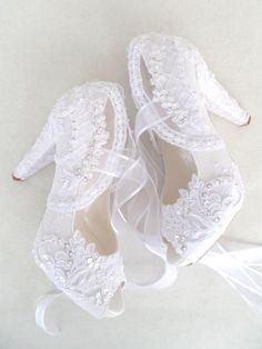 I can accept only END SEPTEMBER weddings with express shipping and MID OCTOBER weddings with standart shipping. For wide feet please choose
