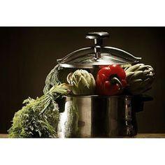 Al cocinar, puedes utilizar ollas a presión, con ella podrás ahorrar tiempo y energía en cocinar tus alimentos.