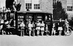 Bookmobile in Greensboro, North Carolina, USA. volumes were circulated in 1936 / via the Crossett Library Boston Public Library, Local Library, County Library, Library Books, Free Library, Rare Historical Photos, Rare Photos, Vintage Photos, Cincinnati Library