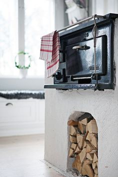 rustic kitchen barefootstyling.com Red Cottage, Cozy Cottage, Cottage Style, Rustic Elegance, Rustic Style, Off Grid House, Summer Cabins, Cooking Stove, Stove Fireplace
