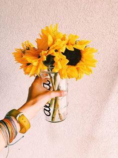 The Reason Why Everyone Love Yellow Sunflower Aesthetic Plant Aesthetic, Aesthetic Colors, Flower Aesthetic, Aesthetic Yellow, Aesthetic Pictures, Fred Instagram, Orange Pastel, Motifs Textiles, No Rain