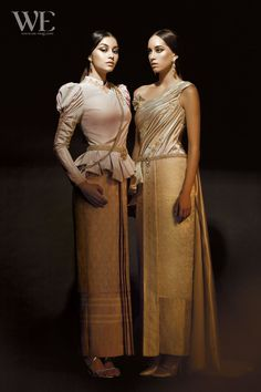 Queen Chandrawinata and Princess Hiranya dress Thai Traditional Dress, Traditional Outfits, Pear Shaped Dresses, Thai Wedding Dress, Thai Design, Thai Fashion, Thai Dress, Thai Style, Everyday Dresses