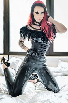 gorgeous red and black hair, love the outfit too