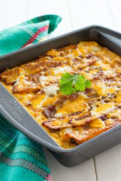 Pastelón - this Puerto Rican lasagna is made with sweet slices of plantains instead of noodles, flavorful beef picadillo and lots of cheese! Puerto Rican Lasagna, Puerto Rican Dishes, Puerto Rican Recipes, Mexican Food Recipes, Beef Recipes, Vegetarian Recipes, Cooking Recipes, Healthy Recipes, Boricua Recipes