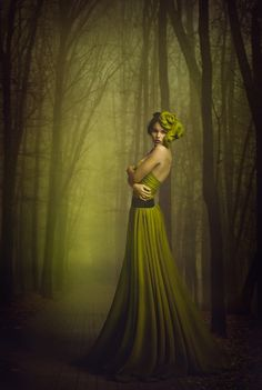 Art of women / green forest