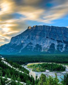 Every way you look in the Canadian Rockies is beyond beautiful. Canadian Rockies, Rocky Mountains, Nature, Travel, Beauty, Beautiful, Instagram, Naturaleza, Viajes