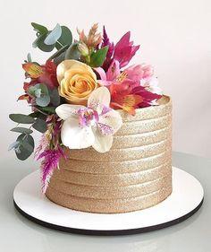 Chocolate Birthday Cake Decoration, Simple Birthday Decorations, Elegant Birthday Cakes, Happy Birthday Cake Images, Birthday Cake With Flowers, Beautiful Birthday Cakes, Beautiful Cakes, Small Wedding Cakes, Wedding Cake Designs