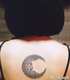 Moon design tattoo // If you like it, repin this post! Follow Great Tattoos for more sweet pins! #tattoo #greattattoos #greattattoo #cooltattoo #tat #ink #cooltat #interestingtattoo #sicktattoo #geometric #geometrictattoo #moon #moontattoo #backtattoo