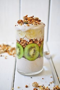 for the nana cream: 1 large banana 1 tbsp stevia sugar 1/2 cup almond or soy milk 1 tbsp peanut butter for the rest: 1/2 kiwi cut into slices 3-