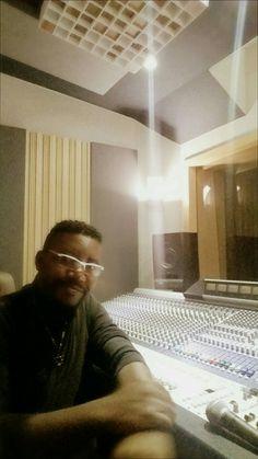 Produza seu cd aqui no KZM estúdio e produtora! www.estudiokzm.com.br (11) 3834-0350