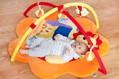 Hrací deka PlayTo lev Lev, Baby Car Seats, Toddler Bed, Children, Furniture, Home Decor, Kids, Room Decor, Home Interior Design