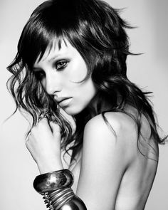 Love the shorter, feathery and wispy layers at the top, reminds me of Joan Jett!