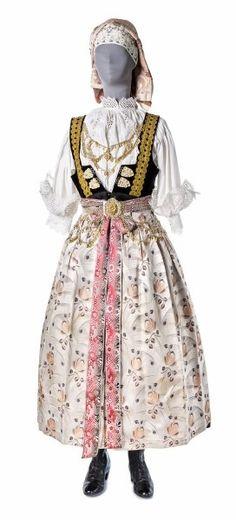 Folk costume from Cieszyn, Poland. Historical Costume, Historical Clothing, Folk Fashion, Girl Fashion, Polish Embroidery, Ethnic Outfits, Ethnic Clothes, Polish Folk Art, Folk Clothing