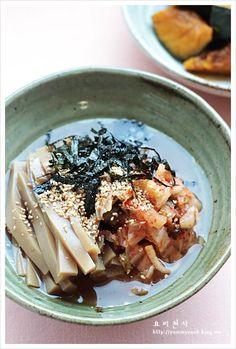 Korean Dishes, Korean Food, My Favorite Food, Favorite Recipes, Asian Recipes, Healthy Recipes, Yams, Food Plating, Easy Meals