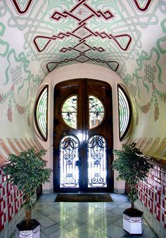 Barcelona - Enric Granados 106 i, Casa Sala  Photo by Arnim Schulz, via Flickr (http://www.flickr.com/photos/arnimschulz/2077315757/in/pool-80534579@N00/#).  Architect: Domènec Boada i Piera.