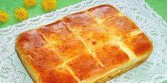 INGREDIENTE: Lapte – 200 ml Drojdie (uscată) – 1,5 lingurițe Unt – 170 g Ouă – 1 bucată Gălbenuș de ou – 1 bucată Sare – ¼ linguriță Zahăr – ½ linguriță Făină – 350 g Cașcaval tare – 200 g Formă de copt cu mărimea 20×25 cm MOD DE PREPARARE: 1. Dizolvați drojdia şi …