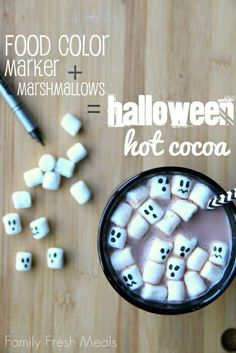 Hot cocoa is great for those chilly October nights. Make this treat even more fun- use a food color marker to draw faces on mini marshmallows, then drop them in your cocoa for a spooky Halloween drink! Halloween Torte, Soirée Halloween, Halloween Goodies, Halloween Food For Party, Halloween Cupcakes, Holidays Halloween, Halloween Treats, Halloween Decorations, Halloween Quotes