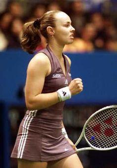 Martina Hingis 2002 Serena Williams, Tennis Legends, Diana Dors, Athletic Events, Tennis Players Female, Sport Tennis, Tennis Stars, Maria Sharapova, Sports Stars