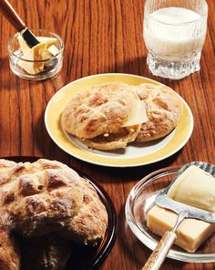 Peruna-cheddarsämpylät | Leivonta, Suolainen leivonta | Soppa365 Camembert Cheese, French Toast, Bread, Baking, Breakfast, Food, Recipes, Morning Coffee, Brot