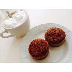 """Buen día viernes😍😍😍 Les traigo una receta que tuvo mucho éxito en casa ❤️❤️❤️ Según mi hermana """"los mejores muffins hasta ahora"""" Asique los van a tener que hacer si o sí!! 🍊🍫MUFFINS DE SALVADO DE AVENA, NARANJA Y CACAO🍫🍊 Necesitas (para 4 unidades) 👉🏼1/2 taza de salvado de avena 👉🏼jugo de 1/2 naranja y ralladura de 1/2 naranja 👉🏼1 cda sopera de cacao amargo 👉🏼2 claras 👉🏼1 cda de polvo para hornear 👉🏼1 chorrito de esencia de vainilla 👉🏼Endulzante a gusto (yo use 8 sobres…"""