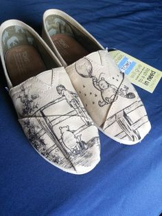 Classic Winnie the Pooh Christopher Robin Piglet Custom Made Shoes ARTWORK and S… Klassische Winnie the Pooh Christopher Robin Ferkel Custom Made Schuhe ARTWORK und Schuhe enthalten Disney Shoes, Disney Outfits, Cute Outfits, Disney Purse, Christopher Robin, Mode Shoes, Custom Made Shoes, Disney Love, Disney Stuff