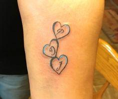 My sister had the first initial from each of her three boys in the heart . - besttattooideas - - Meine Schwester hatte die erste Initiale von jedem ihrer drei Jungen in die Herz. My sister had put the first initial of each of her three boys in t. Kids Initial Tattoos, Tattoos With Kids Names, Family Tattoos, Tattoos For Daughters, Tattoos For Women Small, Small Tattoos, Mum And Daughter Tattoo, Tattoo Kind, Tattoo Mama