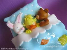 Fondant Figures - sleeping bunnie, chick, and bear in a bed Fondant Toppers, Fondant Cakes, Cupcake Cakes, Torta Baby Shower, Fondant Figures, Marzipan, Bed Cake, Cake Models, Biscuit