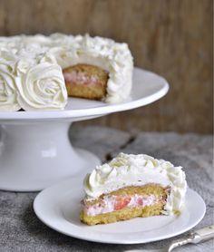 Super saftig rosekake med jordbærfyll