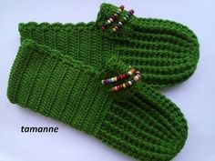 """Slip me some slipper so Crochet Bows, Crochet Stars, Crochet Slippers, Diy Crochet, Knitted Booties, Knit Shoes, Knitted Hats, Baby Knitting Patterns, Hand Knitting"