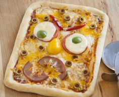 Monster Face Pizza -- Let the kids create their own Monsters for dinner! Monster Face Pizza is the scariest way to to make pizza that your family will love! | Fun Family Foods