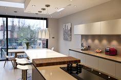 #modern #kitchen #interior New Kitchen Designs, Retro Kitchen Decor, Kitchen Themes, Kitchen Interior, Kitchen Dining, Kitchen Ideas, Diy Cupboards, Kitchen Prices, Modern Kitchens