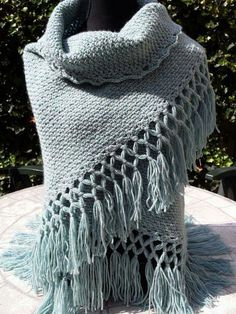 love the fringe for an afghan or scarf Crochet Home, Love Crochet, Crochet Motif, Beautiful Crochet, Crochet Yarn, Crochet Patterns, Poncho Crochet, Crochet Scarves, Crochet Clothes