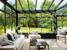 Love this veranda Orangerie Extension, Extension Veranda, Style At Home, Indoor Outdoor Living, Outdoor Spaces, Conservatory Decor, Veranda Design, Interiors Magazine, Glass House