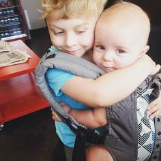 What a sweet sibling babywearing moment :: Brotherly Love :: Boba 4G baby carrier, Vail