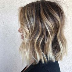 2019 was the year of the lob , a long bob which is in fact a bob with shoulders. Brown Ombre Hair, Brown Blonde Hair, Ombre Hair Color, Blonde Hair Long Bob, Long Bob Thin Hair, Balayage Long Bob, Long Bob Updo, Medium Blonde Bob, Long Bob Ombre