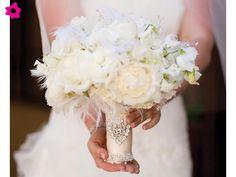Ramo novia plumas blancas y broche #boda