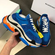 Paris family second generation old shoes for USD Sale - - Sellao - Buy and Sell Online for Everybody Trade Best Sneakers, Sneakers Fashion, Fashion Shoes, Sneakers Nike, Fashion Trainers, Fashion Outfits, Pretty Shoes, Cute Shoes, Converse Shop