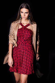 Vestido Padrão e Trench Coat Spikes! #lançamentogaia #gaia #linhafesta #inverno15 #padrao #trenchcoat #trenchcoatspikes #dresstoimpress #fashion #ootn #modamineira #lavibh