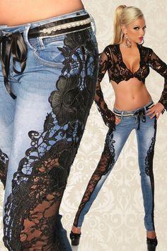 Romantische Jeans mit Spitzeneinsätzen im Luxus-Format! An dieser handgefertigten und hochwertigen Jeans hat die Luxus-Lady genau so viel Freude wie das Mädchen...