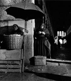 Mercado, Santiago de Compostela, 1957. Learn Fine Art Photography - https://www.udemy.com/fine-art-photography/?couponCode=Pinterest22